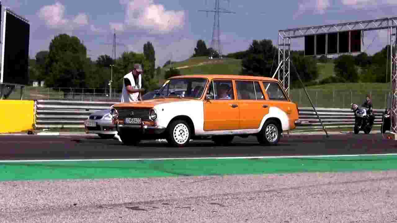 Lada VAZ 2102 Vs Honda Civic